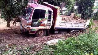 รถดั้ม 6 ล้อ ติดหล่ม Trucks Thailand