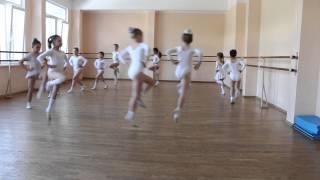 RUSSIAN BALET LESSON Урок Балета девочки май 2014(2)  1434