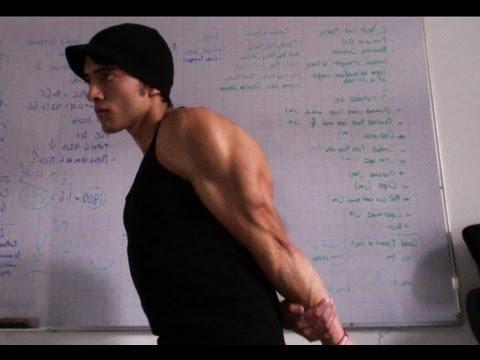 Ćwiczenia mięśni naramiennych bez hantlami