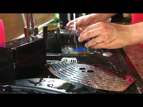 Reinigung des Wassertanks De'Longhi Magnifica ESAM 3000.B Kaffeevollautomat Bedienung Anleitung