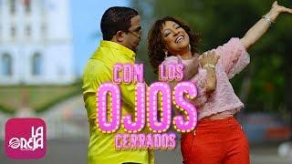 Video Con Los Ojos Cerrados de Milly Quezada feat. Hector Acosta - El Torito