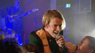 Tom Odell - Hold me live in Stockholm, Berns 10/11/2018