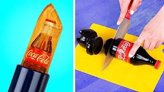 Subscríbete aquí: https://www.youtube.com/channel/UCu6oyJJ6PlkeNNv6n26ZNyA?sub_confirmation=1 ¡Adolescentes en los Años 80 vs Ahora! https://youtu.be/bNbFkCj_sds?list=PL-ElN5BvE0zjOBGB_pf2PZuE5RQ8p2FW5&playnext=1 ¿Te gusta la Coca-Cola? ¿Y sabes que se puede usar no solo para su propósito previsto, sino también como la base de muchas bromas divertidas?  Suministros y herramientas • Lata de Coca-Cola vacía • Papel de espuma • Cierre de monedero • Tijeras • Pistola de silicona • Listón rojo • Cadena • Gelatina • Botella de Coca Cola • Slime • Lápiz labial transparente • Botella de Coca Cola decorativa • Aromatizante de Coca Cola • Cinta decorativa • Etiqueta de Coca Cola impresa • Caja grande • Coca Cola • Leche • Colorante alimenticio • Molde redondo  Mira más videos  Troom Troom: Videos Populares: ¡18 BROMAS GRACIOSAS! ¡GUERRA DE BROMAS!  https://youtu.be/1EShPVyAcCY 12 BROMAS PARA EL REGRESO A CLASES: https://youtu.be/4ywelFFYXCU ¡MAQUILLAJES COMESTIBLES! 11 TRUCOS PARA TROLLEAR A TUS AMIGOS: https://youtu.be/bZs2LFSHVuM 11 IDEAS Y MANUALIDADES PARA DECORAR: https://youtu.be/XGvDdXOHKtI 8 TRUCOS QUE PUEDES HACER CON LA PISTOLA DE SILICONA PARA MANUALIDADES: https://youtu.be/QkTlnTuG09M  Lista de reproducción más populares: Bromas graciosas: https://www.youtube.com/playlist?list=PL-ElN5BvE0zjOBGB_pf2PZuE5RQ8p2FW5 LIFE HACKS / Trucos Para La Vida: https://www.youtube.com/playlist?list=PL-ElN5BvE0zhfjhUlxfaR3AFDpbxY8_Zy Regreso a Clases: https://www.youtube.com/playlist?list=PL-ElN5BvE0zjyOsWP9I9sY0JoXhLuz9Od DIY manualidades de bisutería y accesorios: https://www.youtube.com/playlist?list=PL-ElN5BvE0zg00LqDjn5Pxvz120i5-PrR Como haser juguetes para niños: https://www.youtube.com/playlist?list=PL-ElN5BvE0zgyD5esn08eoyqDyDs6MZso  Sigue nuestra cuenta Troom Troom: Subscríbete: https://www.youtube.com/channel/UCu6oyJJ6PlkeNNv6n26ZNyA?sub_confirmation=1 Instagram: https://www.instagram.com/troomtroom Facebook: https://www.facebook.com/troomhands Pinterest: https://pinteres