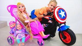 Các siêu anh hùng trẻ em đến để giúp đỡ búp bê và mẹ