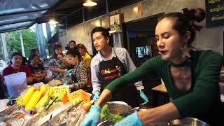 เจ้เบียร์ คนละยำ ปะทะ น้องเบิร์ด คนละยำ @ กระบี่ ยำแซบแด่ชาวกระบี่เปิดทุกวัน คนชอบกินยำแซบเชิญ Krabi