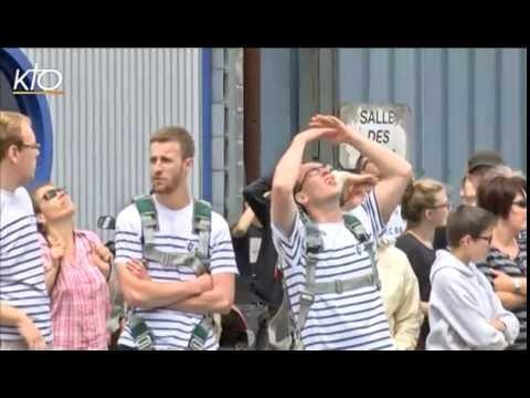 Cambrai : Saut en parachute pour le départ des JMJ