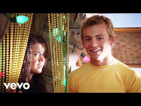 "Ross Lynch, Grace Phipps - Cruisin' for a Bruisin' (from ""Teen Beach Movie"") (видео)"