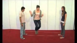 Como jugar al elastico o la goma