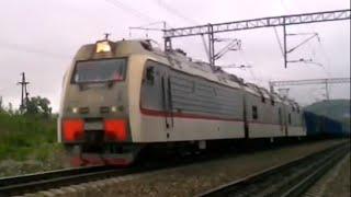 """Электровоз 3ЭС5К-063 """"Ермак"""" с грузовым поездом."""