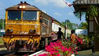 preview picture of video 'SRT. ดูรถไฟสายใต้รับห่วง - ส่งห่วง ที่สถานีรถไฟมะลวน Maluan Train Station'