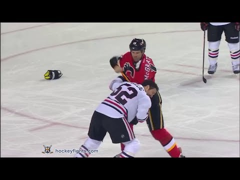 Brandon Bollig vs Brian McGrattan