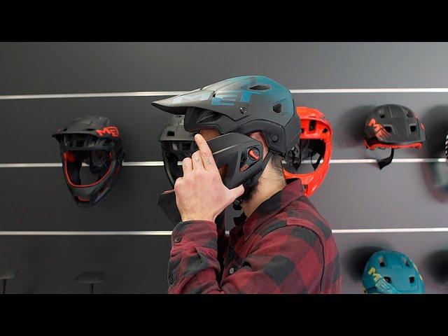 Видео Шлем MET Parachute MCR Red (глянцевый)