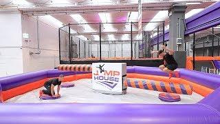 ▬► Unser Merch-Shop: https://3dsupply.de/de/prankbros/ (Werbung) ▬► Unser Gaming-Kanal: http://bit.ly/1yUOLMS Danke an das Jump House in Köln: http://bit.ly/2Du4p64 ▬► Letztes Video: http://bit.ly/2FUyy0z  DAUMEN HOCH wenn es euch gefallen hat! :D  ► Folgt uns auf Instagram: ✘ Kelvin's Instagram: https://www.instagram.com/kelvinfiti/ ✘ Marvin's Instagram: https://www.instagram.com/marvfit/  ► Folgt uns auf Snapchat: ✘ Kelvin's Snapchat: Kelvinfiti ✘ Marvin's Snapchat: Marvfit  ✘ Unsere Facebook-Seite: http://bit.ly/29oxv8p  ► Unser Equipment:  ✘ Stativ: http://amzn.to/2s0OLuJ * ✘ Objektiv: http://amzn.to/2rij9nq * ✘ Kamera: http://amzn.to/2rKHEIv * ✘ Mikrofon: http://amzn.to/2scJALs * ✘ Beleuchtung: http://amzn.to/2buLzTz * ✘ Kleines Stativ: http://amzn.to/2rl8cws * ✘ Kleine Kamera: http://amzn.to/2aAih1e *   Für geschäftliche Anfragen: PrankBros@gmx.de ▬▬▬▬▬▬▬▬▬▬▬▬▬▬▬▬▬▬▬▬▬▬  Musik: http://bit.ly/2fsmY1g http://bit.ly/2fhfKk0 http://bit.ly/2fz0wDP http://bit.ly/1vvLWRY http://bit.ly/2f9cBz5 http://bit.ly/2xku3c5  http://incompetech.com/music/royalty-free/music.html  Outro: NAIMA - Let Me See You [NCS Release] By: https://www.youtube.com/user/NoCopyrightSounds  Die mit * gekennzeichneten Links sind sogenannte Affiliate-Links, die mit dem Partnerprogramm von Amazon verknüpft sind. Werden Käufe über diese Links getätigt, erhalten wir eine Provision von Amazon. Der Preis für den Käufer (euch) ändert sich dadurch natürlich nicht. :)