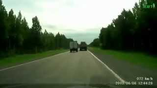 Волга и «Газель» столкнулись на трассе Вологда -- Новая Ладога