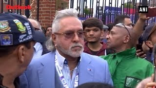 Crowd Shouts 'Vijay Mallya Chor Hai' As He leaves From The Oval After India vs Australia Match