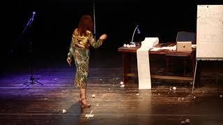 Gabriella Greison nella parte iniziale e finale dello spettacolo LA LEGGENDARIA STORIA DI HEISENBERG