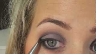 Neuer Trend, Eyeliner unter dem Auge/AMU Grau