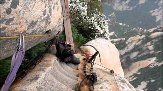 Video : China : The 'Plank Walk' at HuaShan 华山 mountain