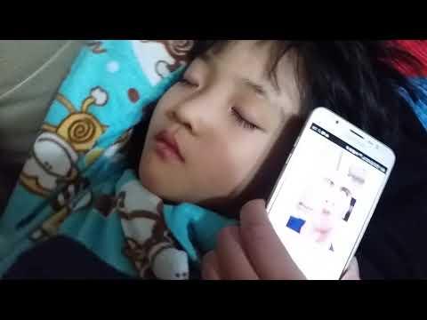 잠자는 동생 옮기는 방법 (거실에서  자는 동생 말로만으로 안방에서 자게  하는  방법)