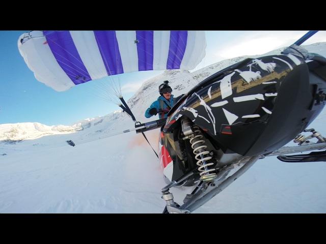 sportourism.id - Aksi-Keren-Snowmobile-dan-Paragliding-Jika-Disatukan