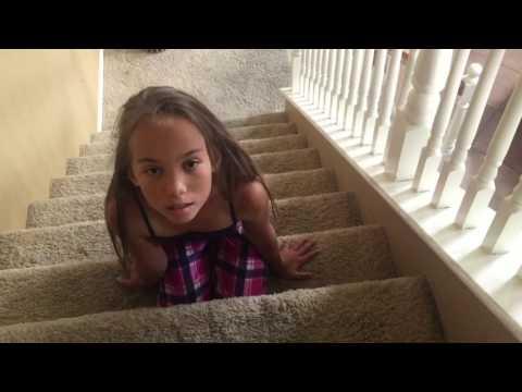 階段で上目遣いのJSが、オレを誘惑してきて困るんだけどww