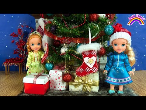 Christmas ! Elsa and Anna toddlers - Santa gifts -Tree decoration - Sledding -Fun kids video