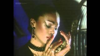 Gary Numan - She's Got Claws - TOTP 1981 [HD]