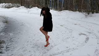 slingback high heels car stuck, wet high heels, slippery high heels, high heels in snow (scene 170)