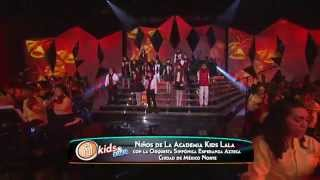 Niños de la academia Kids cantan villancico Campanas.