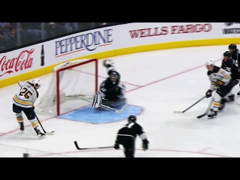 Gotta See It: Quick makes phenomenal paddle save