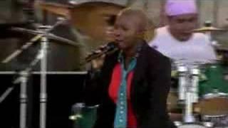 Angelique Kidjo at Newport Folk 06 - Bahia