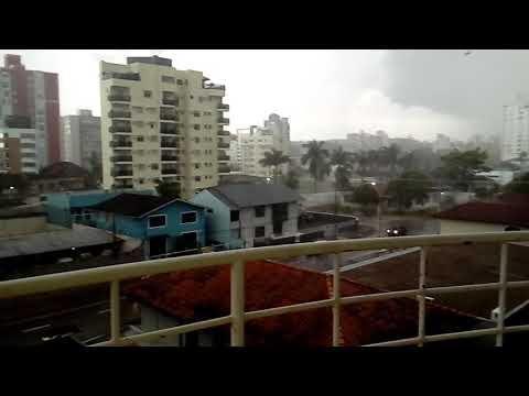 Chuva forte no bairro Anita Garibaldi em Joinville SC