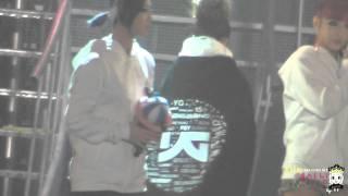 [FANCAM] 111204 YG Family Concert ③ - Ending (DARA Ver)