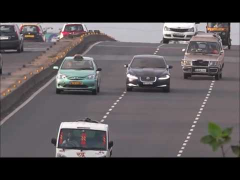 Swanky JAGUAR XF CAR Captured Running Wildly In Mumbai Beating Entire Traffic Hollow !!!