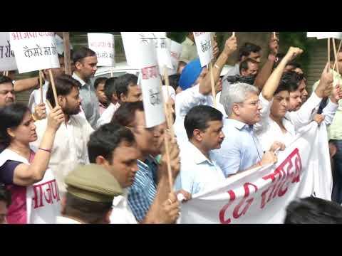 Delhi CM Arvind Kejriwal along with MLA's Protesting Outside LG House regarding Women Security