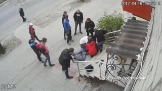Вбивство молодого хлопця потрапило на камеру спостереження у Запоріжжі