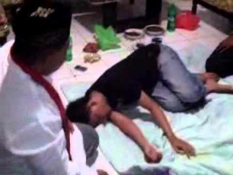 Video mengobati santet _jin kiriman_1 (makassar)