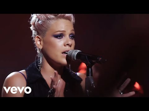 P!nk - Blow Me (One Last Kiss) (Live From Los Angeles)