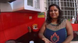 Индийская девушка учит меня правильно готовить индийский чай...