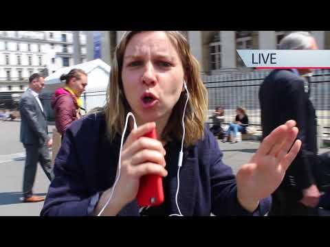 """Performance de rue pour la pièce """"Rock Trading"""" de Marielle Pinsard - mai 2018"""