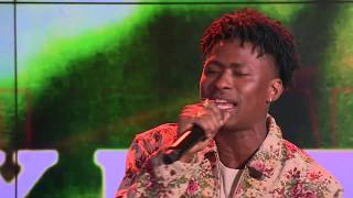 """Daye Ones Live Performance: """"Roll Some Mo"""" By Lucky Daye"""