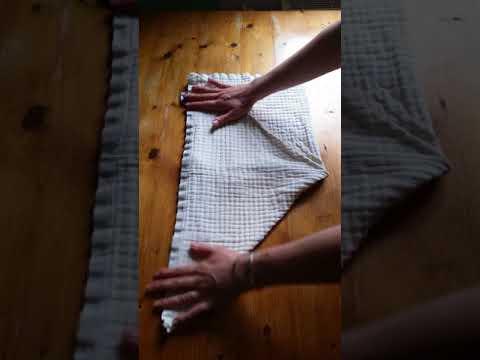 Stoffwindeln: Dreieck mit Steg falten - So hält die Mullwindel dicht!