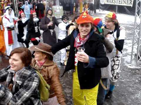 De Peter zingt tijdens Elfkroegentocht in Cuijk