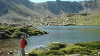 preview picture of video 'Lagos de Els Engorgs. Senderismo con perros. Pirineo Catalán'