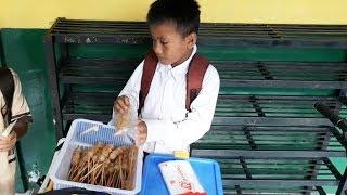 Viral Sosok Putra, Siswa SD Yatim Piatu, Berjualan Cilok hingga Larut Malam Demi Susu Adik