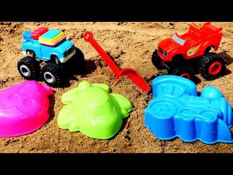 Juegos en la playa. Blaze y Gus juegan con moldes de arena.