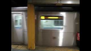 preview picture of video '4 train at Crown Heights-Utica Avenue'