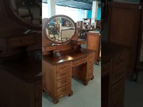 Старинный туалетный стол с зеркалом