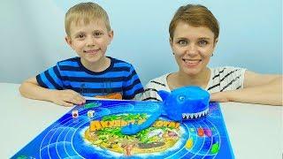 Игра АКУЛЬЯ ОХОТА для Детей - Даник и мама спасают рыбок! Kids Children