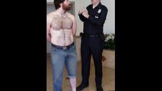 Смотреть онлайн Парня обыскивают, а в штанах нашли его орган